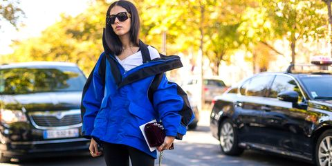 Clothing, Human body, Goggles, Jacket, Outerwear, Bag, Sunglasses, Street fashion, Automotive exterior, Fashion accessory,
