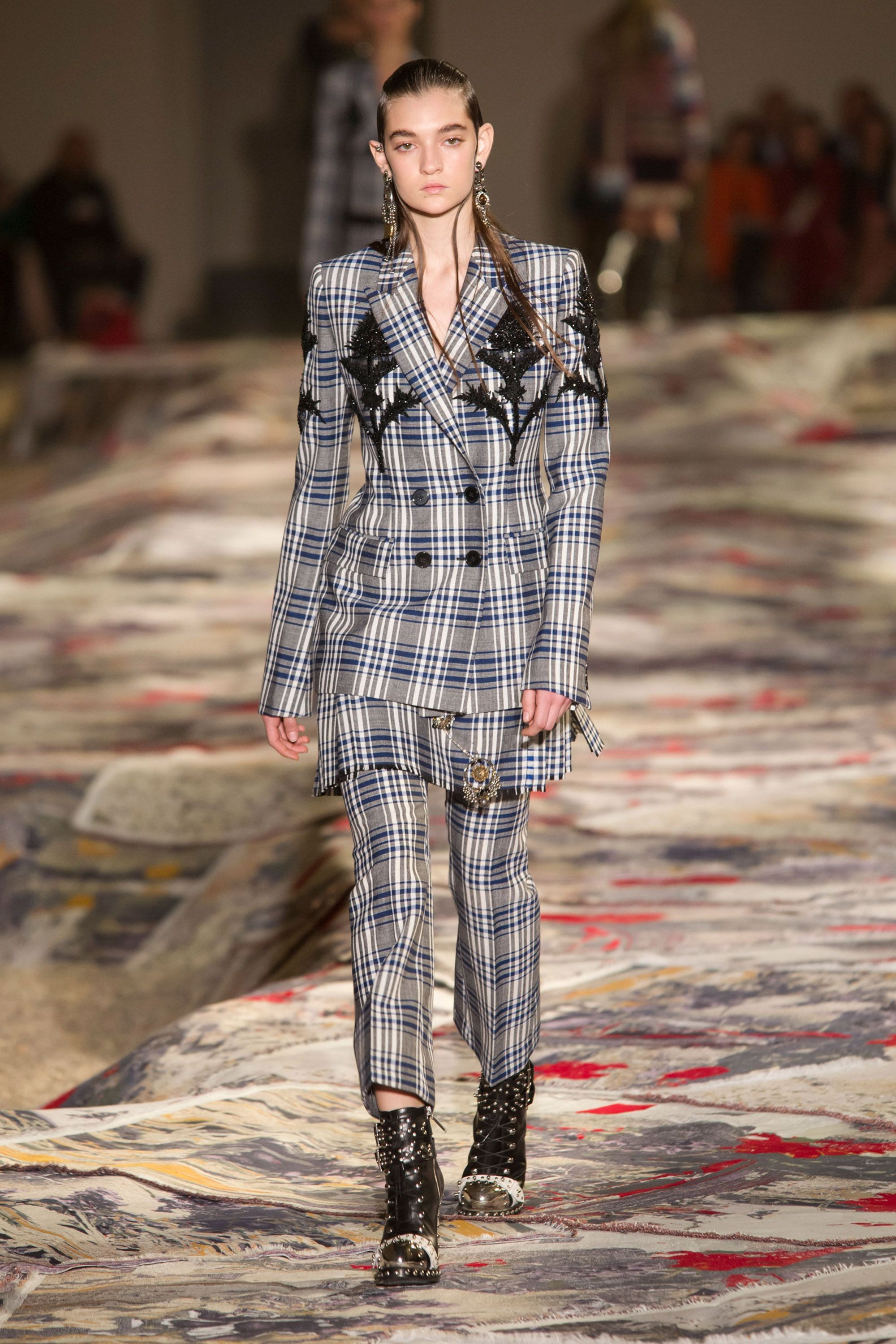 The Best Runways Looks From Paris Fashion Week Spring 2017 4940aa1e2