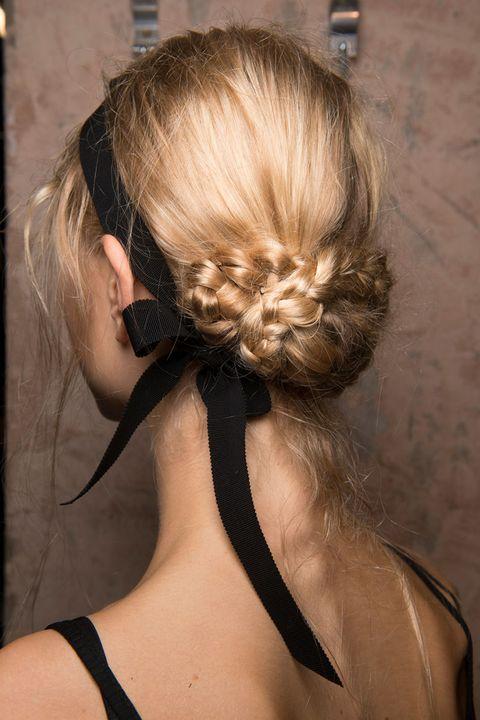 hbz-the-list-best-hair-accessories-12-Erdem bks M RS17 1970