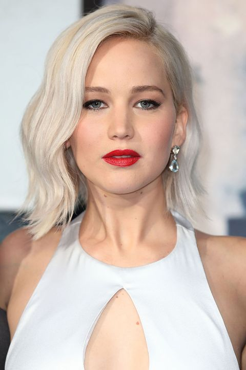 "<p> To steal Jennifer Lawrence's modern-looking mane ask the style pros for three things: an icy hue, choppy lob, and imperfectly tousled texture.</p><p><span class=""redactor-invisible-space"" data-verified=""redactor"" data-redactor-tag=""span"" data-redactor-class=""redactor-invisible-space""></span></p>"