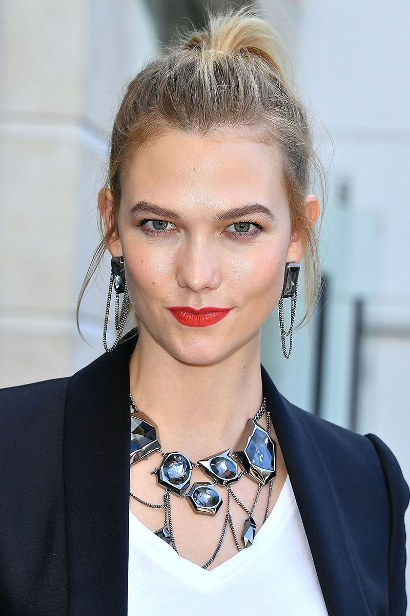 """<p>Karlie Kloss goes for honey around her hairline and a girly high ponytail.</p><p><span class=""""redactor-invisible-space"""" data-verified=""""redactor"""" data-redactor-tag=""""span"""" data-redactor-class=""""redactor-invisible-space""""></span></p>"""