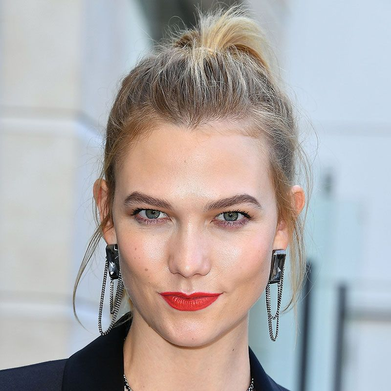"""<p>Karlie Kloss goes for honey around her hairline and a girly high ponytail.&nbsp&#x3B;</p><p><span class=""""redactor-invisible-space"""" data-verified=""""redactor"""" data-redactor-tag=""""span"""" data-redactor-class=""""redactor-invisible-space""""></span></p>"""