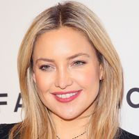 sleek and straight honey colored strands help warm up kate hudsons glowing - Honey Blonde Hair Colors