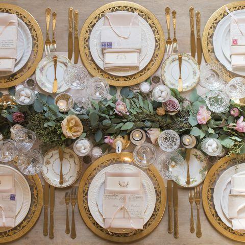 Dishware, Serveware, Interior design, Circle, Home accessories, Picture frame, Flower Arranging, Cut flowers, Plate, Floral design,
