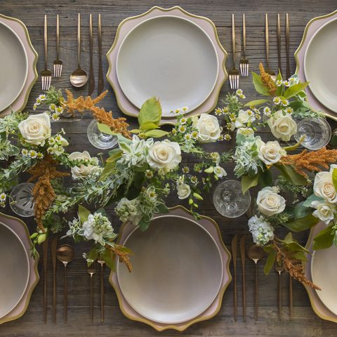 Serveware, Dishware, Flower, Porcelain, Kitchen utensil, Bouquet, Ceramic, Flower Arranging, Still life photography, Plate,