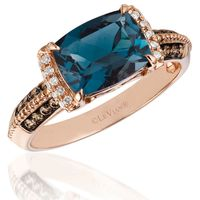 <p>Rose gold pairs perfectly with colored center stones–especially those in cool tones like emeralds, sapphires and blue topaz.</p>