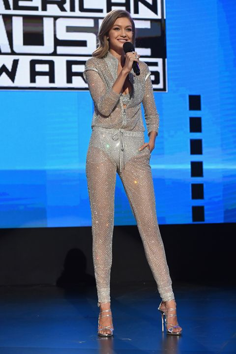 Microphone, Audio equipment, Electric blue, Fashion, Thigh, Music artist, Singing, Knee, Stage, Public event,