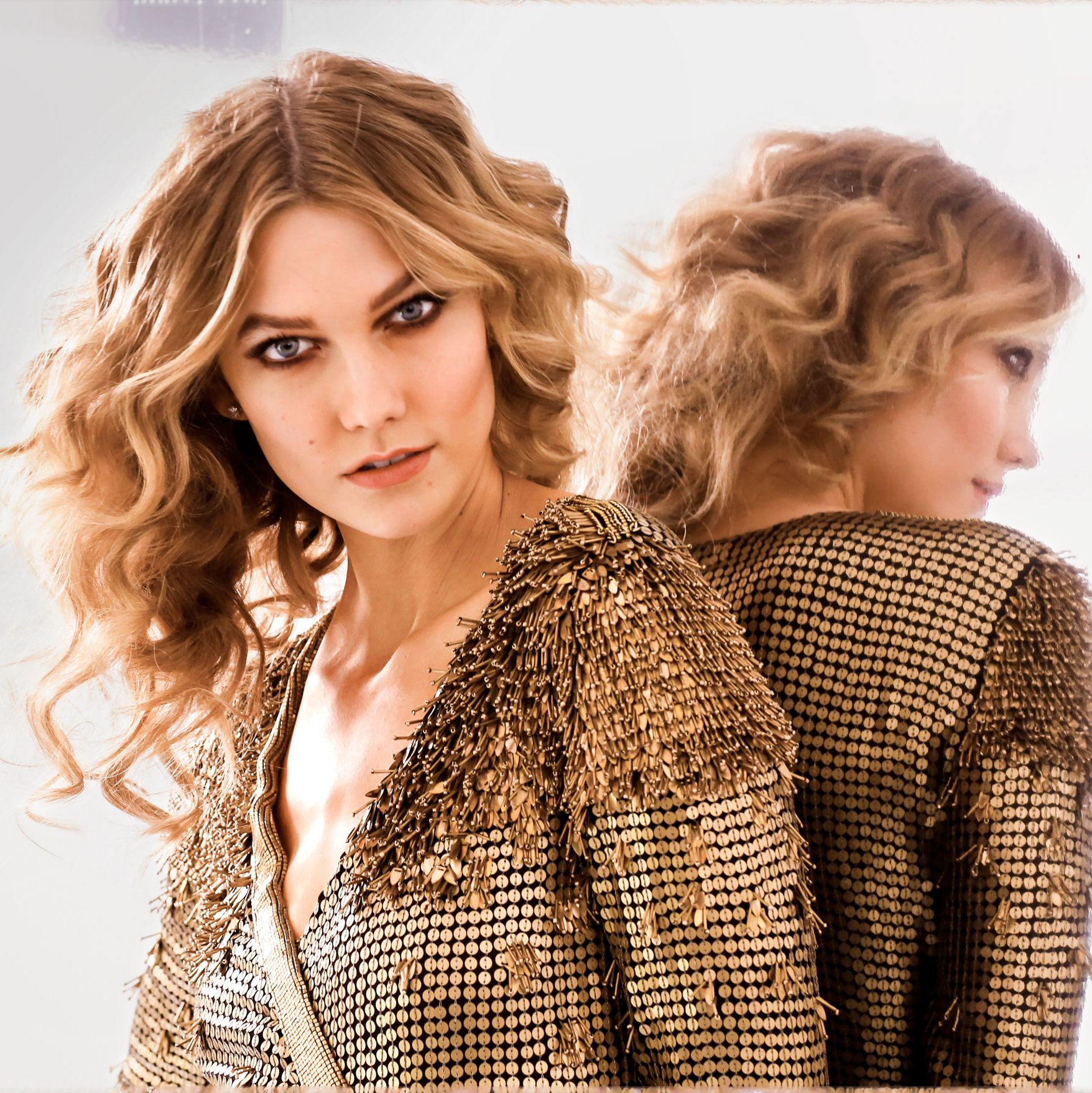 "<p>To get the look, use a 1½- inch-barrel curling iron—like <a href=""http://www.target.com/p/conair-instant-heat-curling-iron-3-4/-/A-10878189?ref=tgt_adv_XS000000&amp&#x3B;AFID=google_pla_df&amp&#x3B;CPNG=PLA_Health+Beauty+Shopping&amp&#x3B;adgroup=SC_Health+Beauty&amp&#x3B;LID=700000001170770pgs&amp&#x3B;network=g&amp&#x3B;device=c&amp&#x3B;location=9032022&amp&#x3B;gclid=CjwKEAiAmdXBBRD0hZCVkYHTl20SJACWsZj9dqGptJA0TNg_srFVEeYNmy4wFBmJGPiWSi4rkxV3IBoCkADw_wcB&amp&#x3B;gclsrc=aw.ds"" target=""_blank"" data-tracking-id=""recirc-text-link"">Conair Instant Heat Curling Iron</a> ($13)—and curl wide sections of your hair. Then break up spirals with a paddle brush, says celebrity hairstylist Nathaniel Hawkins. </p>"