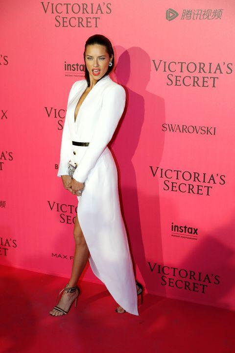 Human, Skin, Shoulder, Red, Pink, Style, High heels, Carpet, Fashion, Fashion model,