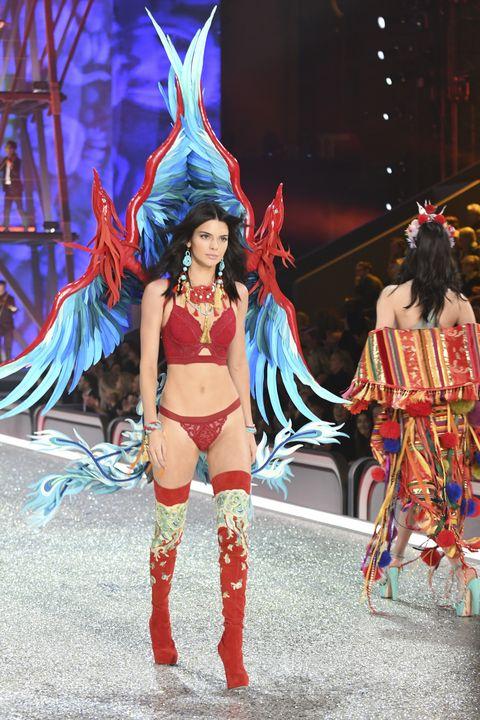 Performing arts, Entertainment, Dancer, Costume design, Costume, Samba, Headgear, Thigh, Abdomen, Cosplay,