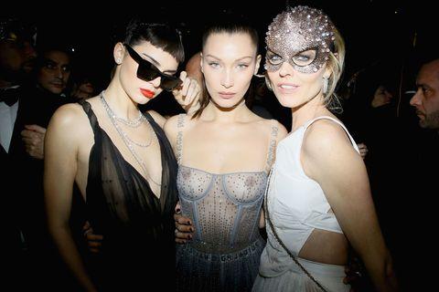 Face, Eyewear, Sunglasses, Fashion accessory, Fashion, Necklace, Youth, Jewellery, Body jewelry, Flash photography,