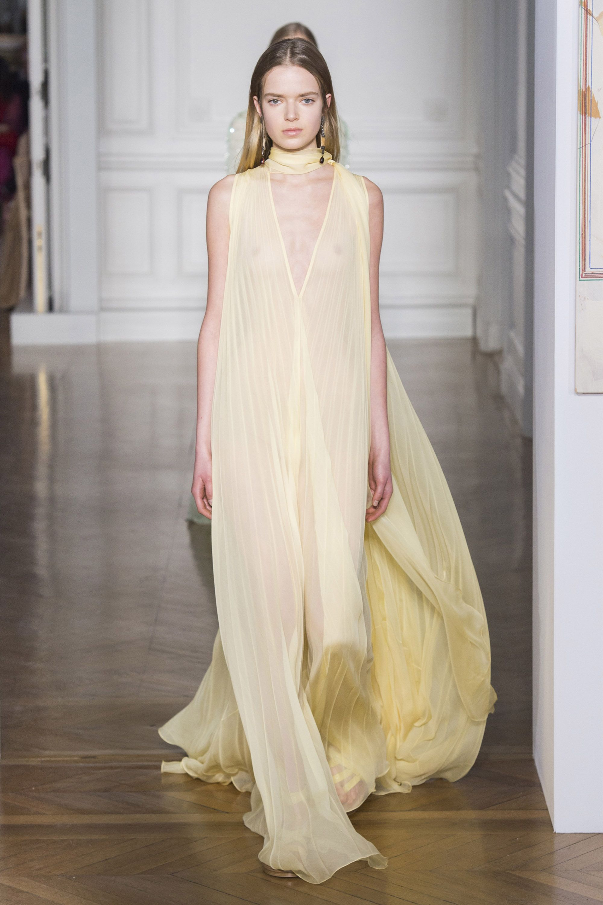 e4f9e2a371 Best Runway Looks From Haute Couture Spring 2017 - Haute Couture Week  Spring 2017