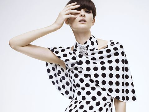Ear, Sleeve, Collar, Shoulder, Pattern, Joint, Standing, Bangs, Elbow, Style,