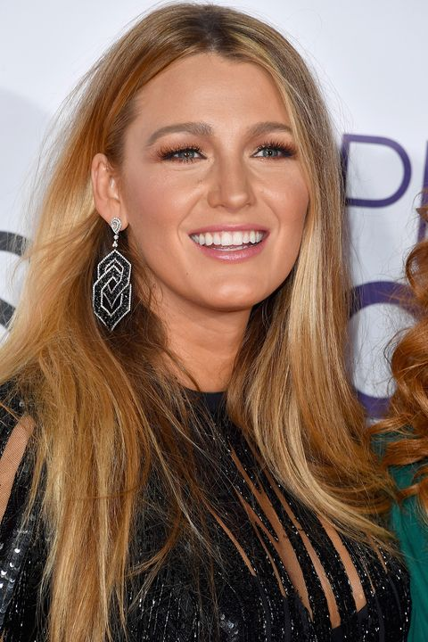 P Blake Lively S Glossy Blonde Is Warmed Up With Touches Of Creamy Caramel