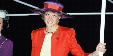 Finger, Hat, Sleeve, Coat, Outerwear, Collar, Formal wear, Fashion accessory, Jewellery, Headgear,