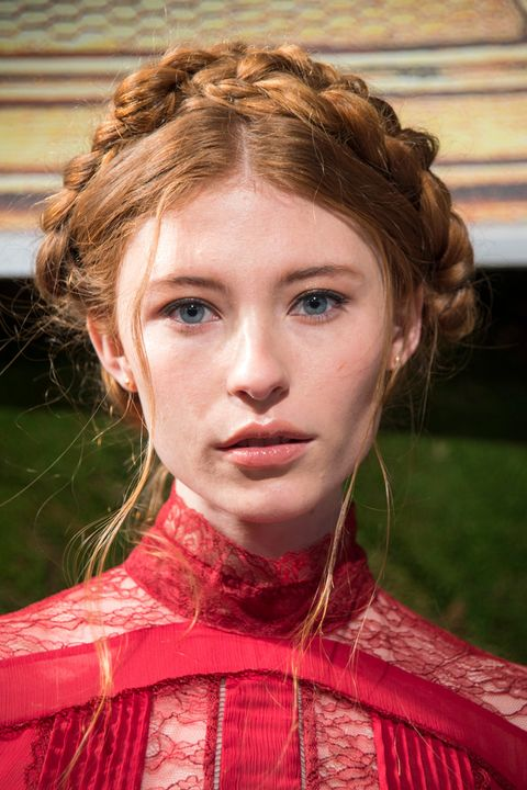 Nose, Lip, Hairstyle, Chin, Style, Costume, Brown hair, Blond, Portrait photography, Costume design,