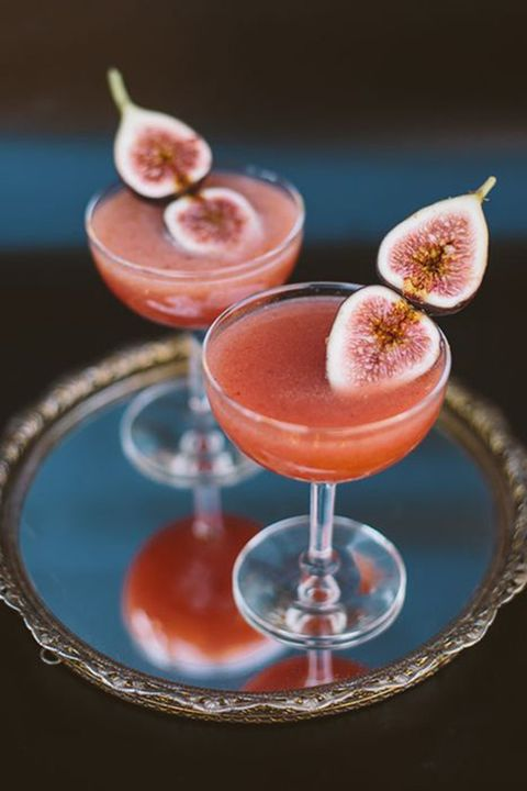Drink, Cocktail, Juice, Tableware, Liquid, Alcoholic beverage, Glass, Classic cocktail, Peach, Cocktail garnish,