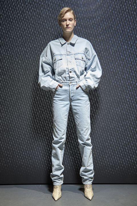 Dress shirt, Collar, Shoe, Sleeve, Pocket, Standing, Style, Uniform, Street fashion, Sneakers,