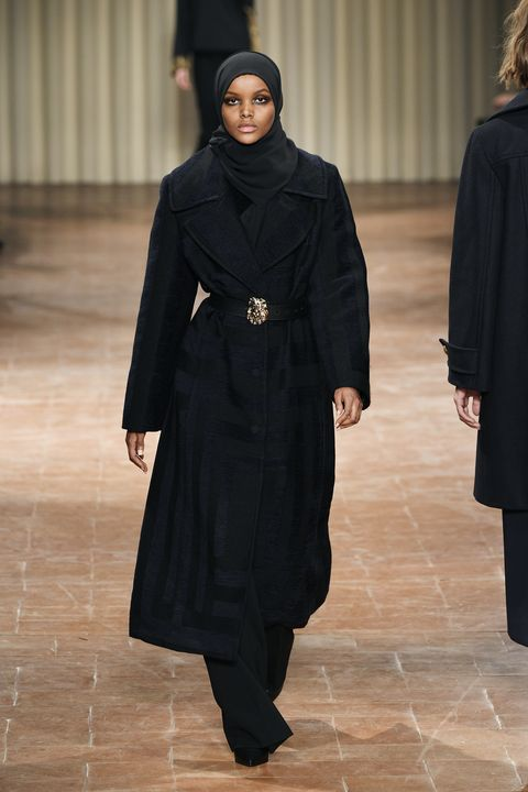 Sleeve, Floor, Formal wear, Flooring, Fashion, Costume design, Curtain, Fashion design, Fashion model, One-piece garment,