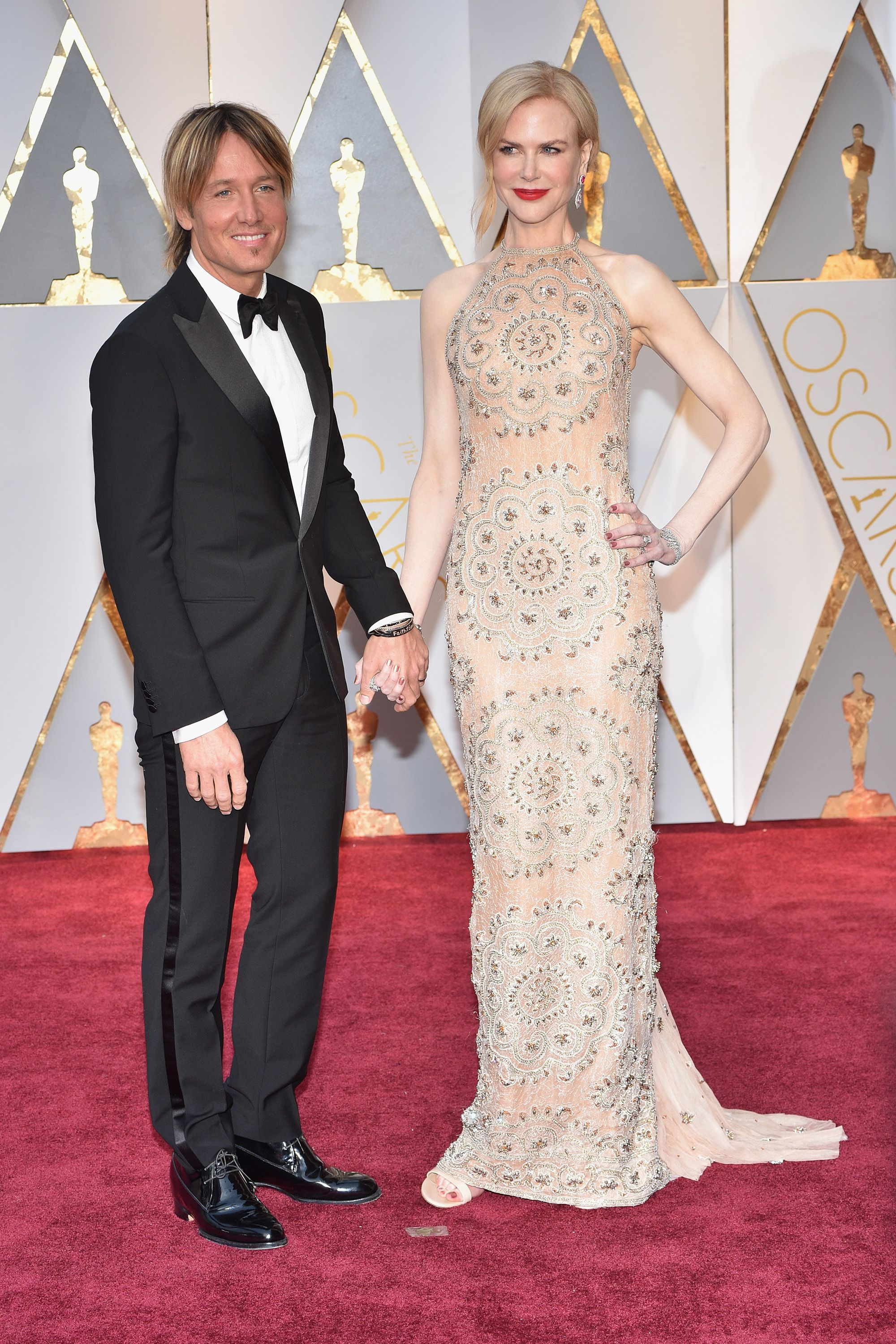HOLLYWOOD, CA - FEBRUARY 26:  (L-R) Singer Keith Urban and actor Nicole Kidman attend the 89th Annual Academy Awards at Hollywood &amp&#x3B; Highland Center on February 26, 2017 in Hollywood, California.  (Photo by Kevin Mazur/Getty Images)