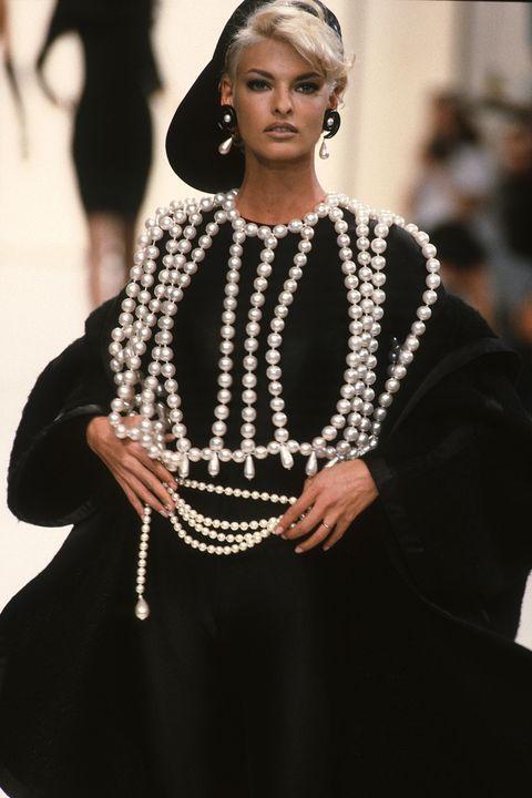 Jewellery, Style, Fashion accessory, Dress, Fashion show, Fashion, Fashion model, Street fashion, Body jewelry, Model,
