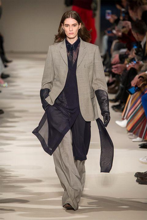 Fashion show, Runway, Outerwear, Fashion model, Style, Fashion, Street fashion, Model, Blazer, Bag,