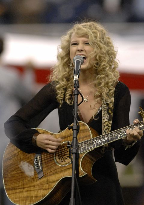 """<p>In one of her earliest televised performances, Taylor Swift belted out the&nbsp;National Anthem at the&nbsp;Detroit Lions/Miami Dolphins&nbsp;Thanksgiving Day game in&nbsp;2006<span class=""""redactor-invisible-space"""" data-verified=""""redactor"""" data-redactor-tag=""""span"""" data-redactor-class=""""redactor-invisible-space"""">—complete with her acoustic guitar and old-school curls.&nbsp;</span></p>"""