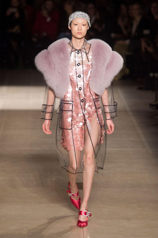 23b8be287e3 Paris Fashion Week Runway Fashion Fall 2017 - Paris Fashion Week Fall 2017