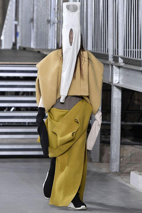 Yellow, Sleeve, Collar, Khaki, Bag, Street fashion, Beige, Shoulder bag, Fashion design, Costume design,
