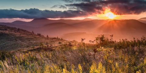 Nature, Sky, Natural landscape, Sunrise, Wilderness, Atmospheric phenomenon, Natural environment, Morning, Grassland, Hill,