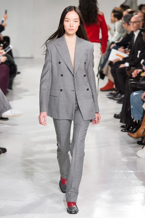 Fashion, Fashion model, Fashion show, Runway, Clothing, Suit, Outerwear, Pantsuit, Blazer, Human,