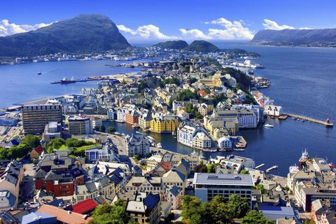 "<p>In Norway, women can take 35 weeks of maternity leave at full pay or 45 weeks at 80 percent pay. The country is considered <a href=""https://www.usnews.com/news/best-countries/best-women"" target=""_blank"">one of the most gender-equal nations</a> in the world. </p>"