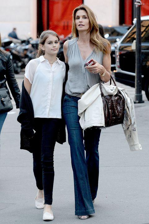 Street fashion, Fashion, Clothing, Jeans, Beauty, Snapshot, Fashion model, Shoulder, Waist, Footwear,