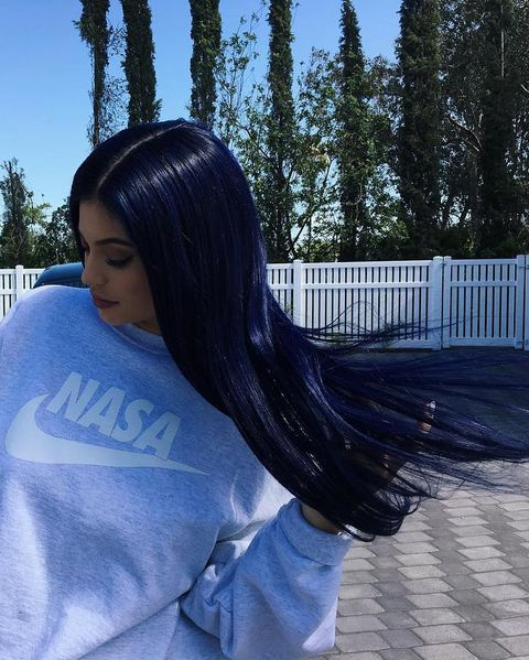 2016Jenner tried black-blue hair on for size in 2016.