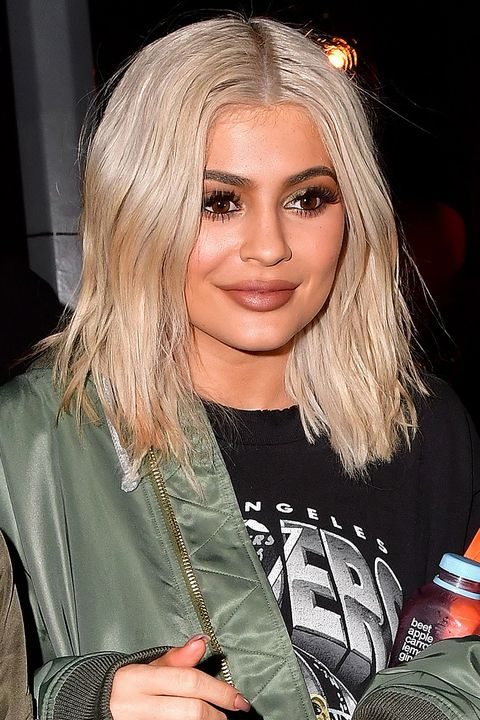 2016Jenner dyed her natural hair blonde once more in 2016.