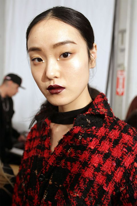 "<p>One of the biggest beauty statements on the New York runways this season was actually so small, you might have missed it. &nbsp;Look closer—a tiny pearl &nbsp;was glued to the inside corner of each eye at Jonathan Simkhai.&nbsp;The thoughtful&nbsp;detail mimicked the pearl embellishments in the designer's fall collection.<span class=""redactor-invisible-space"" data-verified=""redactor"" data-redactor-tag=""span"" data-redactor-class=""redactor-invisible-space""></span></p>"