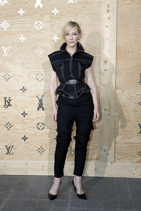 Sleeve, Textile, Collar, Style, Waist, Street fashion, Knee, Pattern, Leather, Beige,