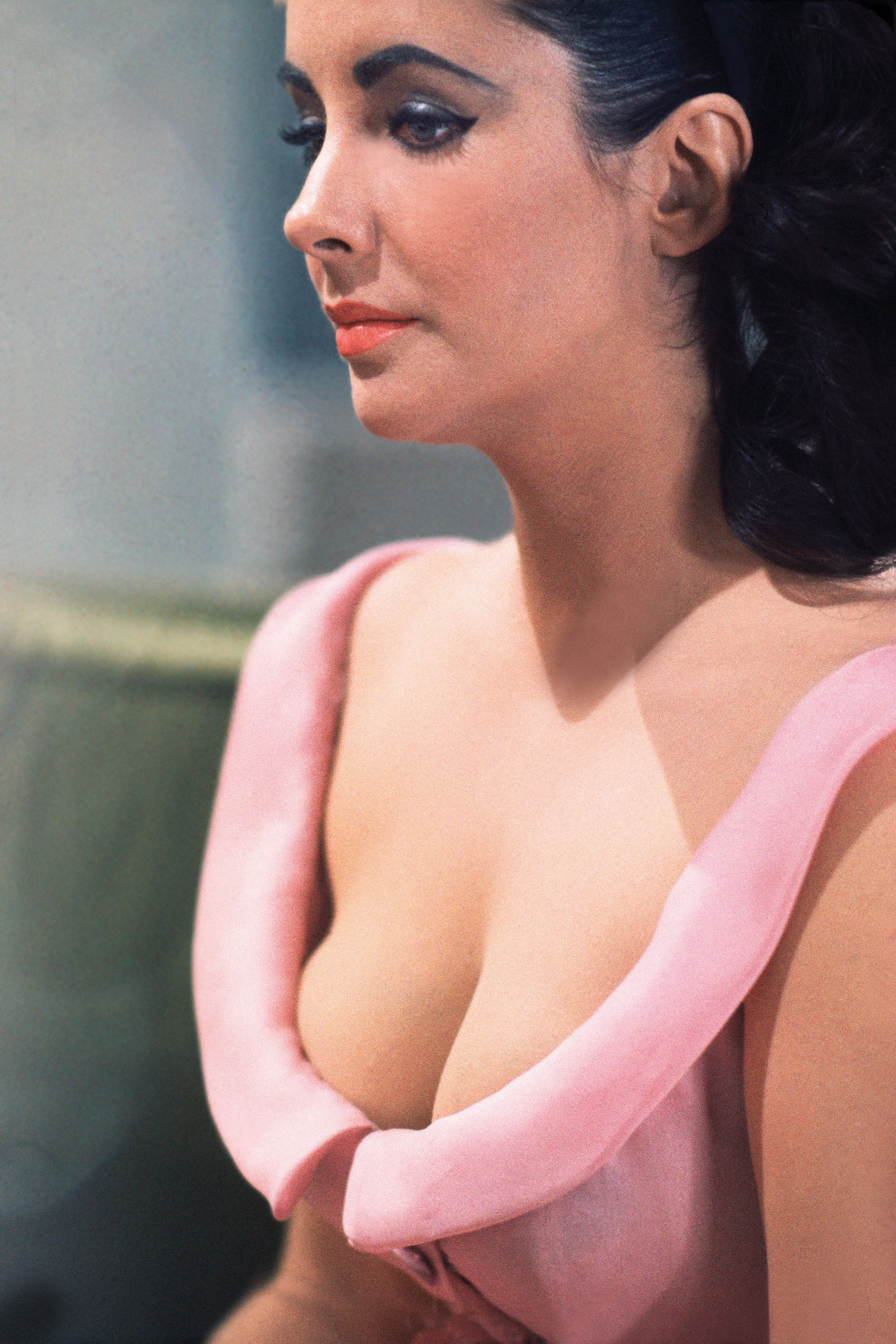 "<p>Elizabeth Taylor, London, 1963<span class=""redactor-invisible-space"" data-verified=""redactor"" data-redactor-tag=""span"" data-redactor-class=""redactor-invisible-space""></span></p>"