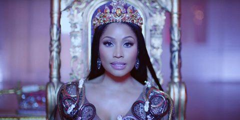 Headpiece, Hair accessory, Eyelash, Headgear, Crown, Beauty, Fashion accessory, Fashion, Tiara, Eye liner,