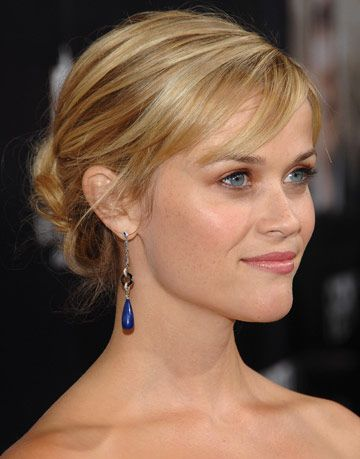 Easy Hairstyles For The Holidays Party Hair Reese Witherspoon S Hair