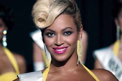 "Beyoncé Debuts ""Pretty Hurts"" Video"