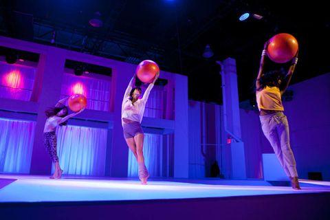 Leg, Entertainment, Performing arts, Purple, Magenta, Performance, Stage, Artist, Performance art, Dance,