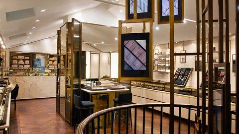 Lighting, Interior design, Glass, Fixture, Light fixture, Handrail, Transparent material, Baluster, Laminate flooring, Wood flooring,
