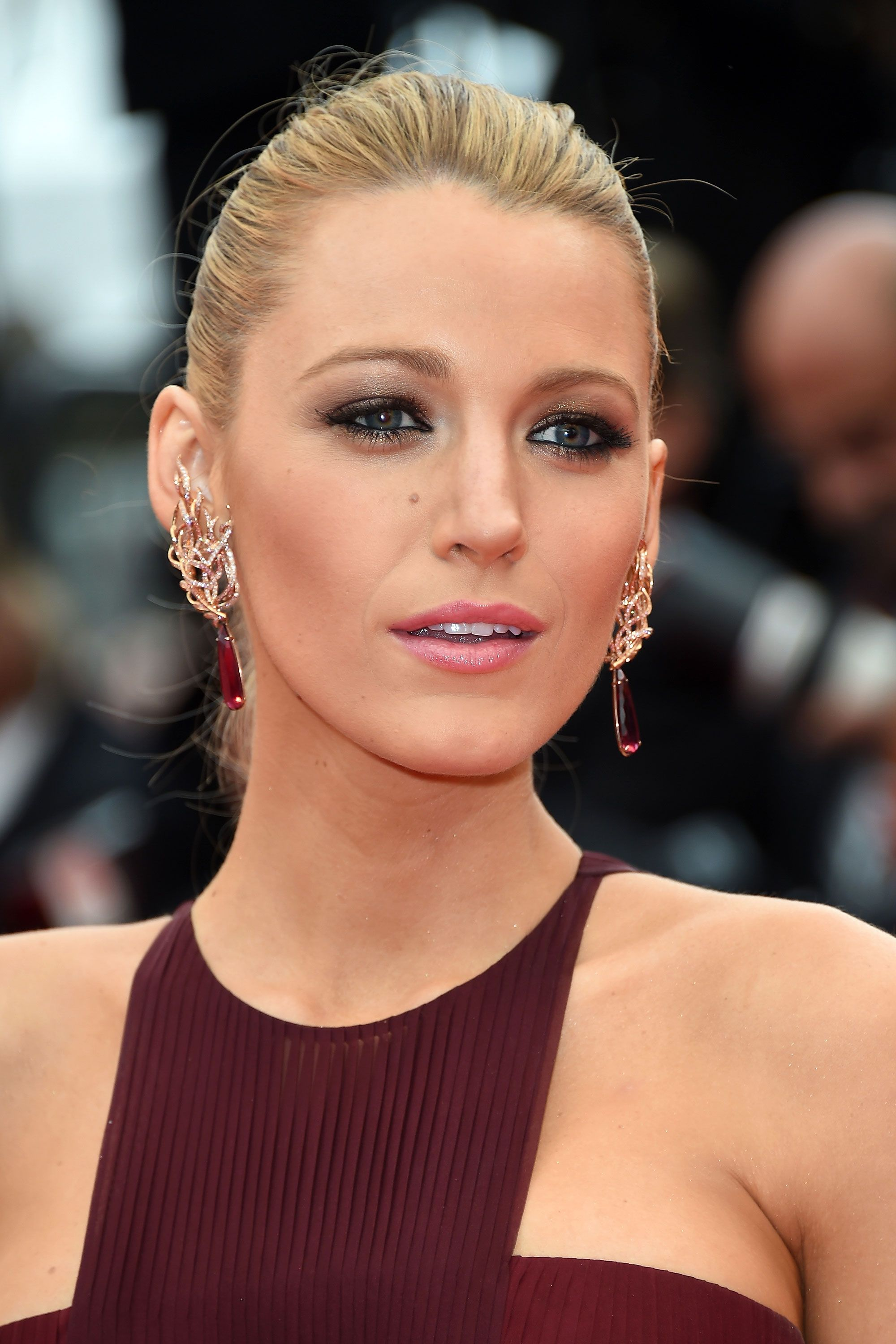 How to Get Blake Lively's Smoldering Cannes Smoky Eye