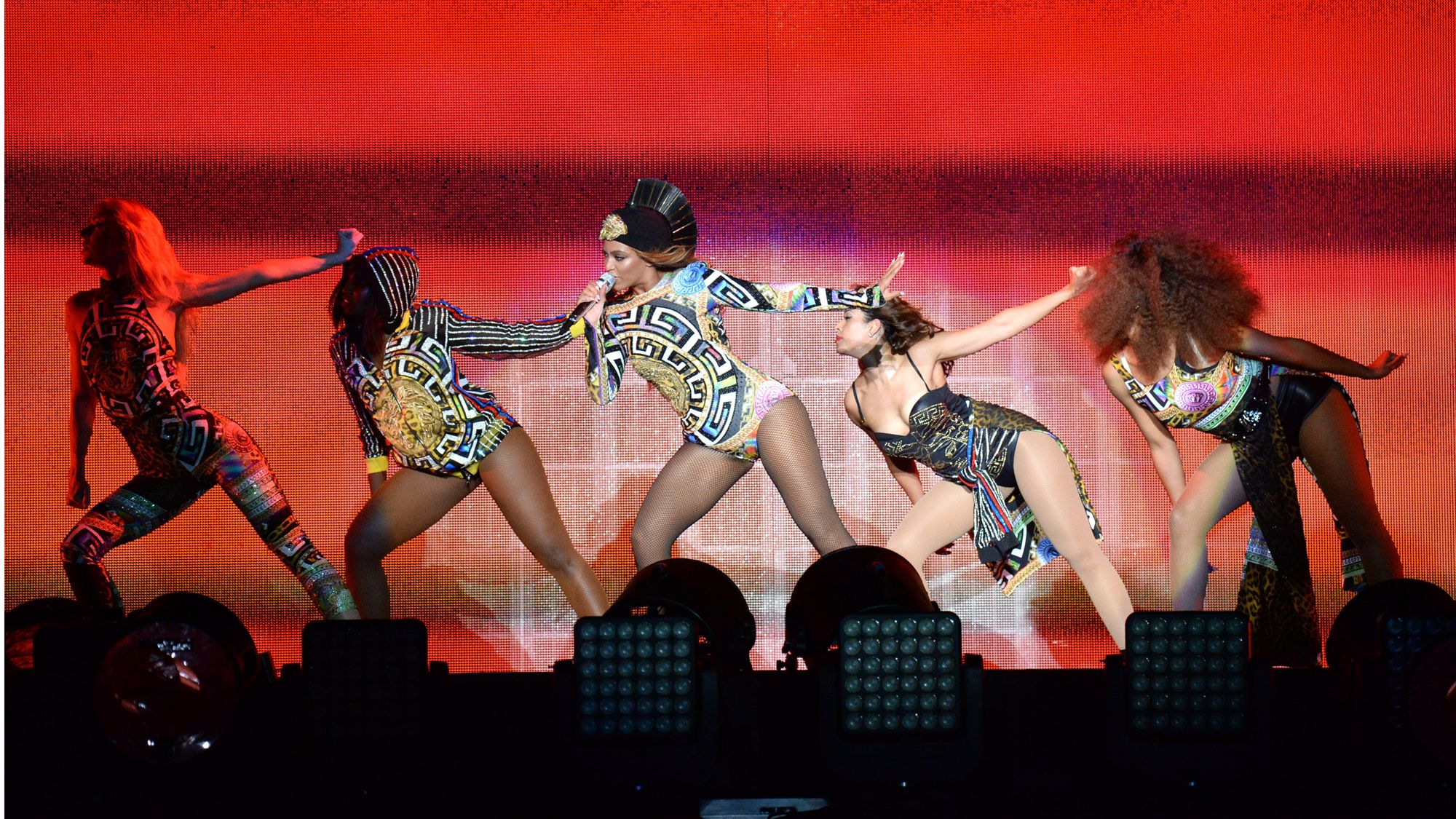 Beyonce Wears Versace, Shows Wedding Footage for On The Run Tour