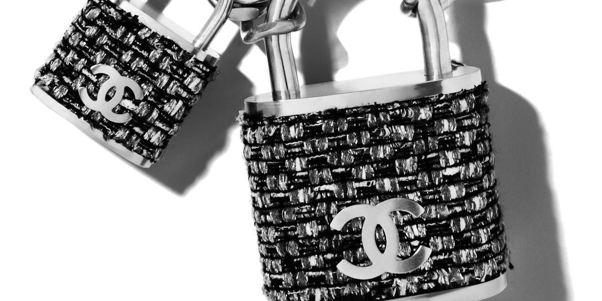 We Re Obsessed Chanel S Lock Chanel Lock Necklace