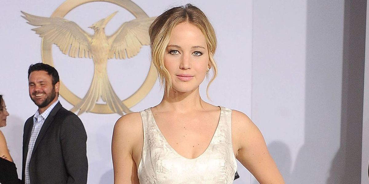 Jennifer Lawrence Sings in 'The Hunger Games'