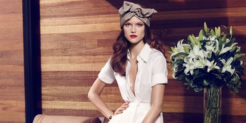 Shoulder, Style, Petal, Fashion, Bouquet, Youth, Fashion model, Model, Flower Arranging, Headpiece,