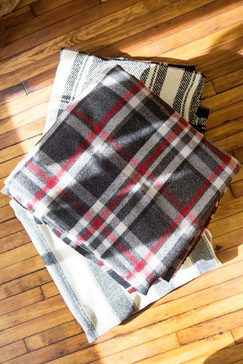 Wood, Hardwood, Textile, Pattern, Plaid, Red, Wood stain, Wood flooring, Rectangle, Tartan,