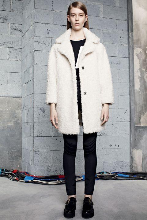 Clothing, Sleeve, Textile, Outerwear, Style, Street fashion, Fashion, Knee, Jacket, Beige,